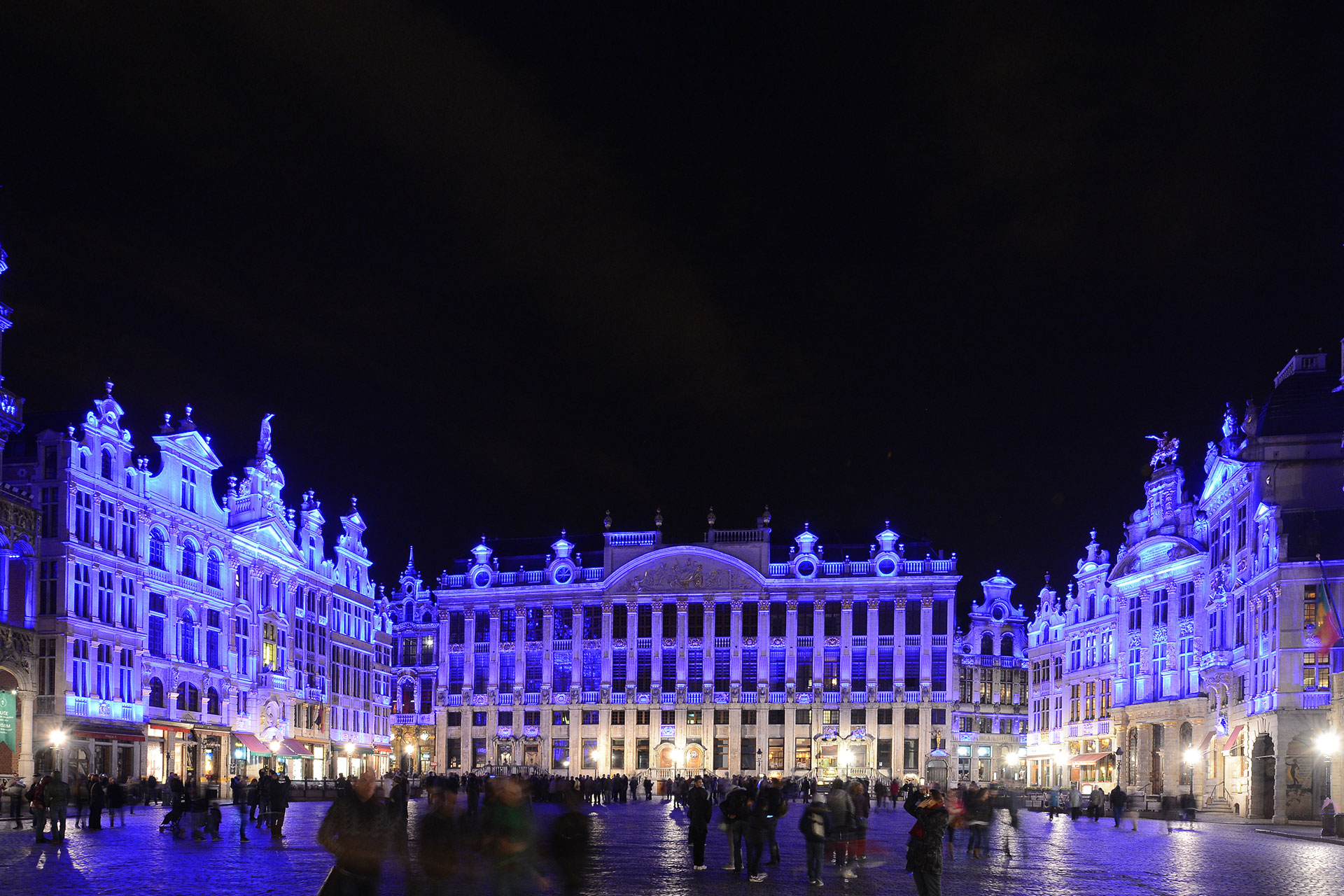 During special events, a dynamic RGBW programme can create unlimited lighting effects on Grand Place, Brussels