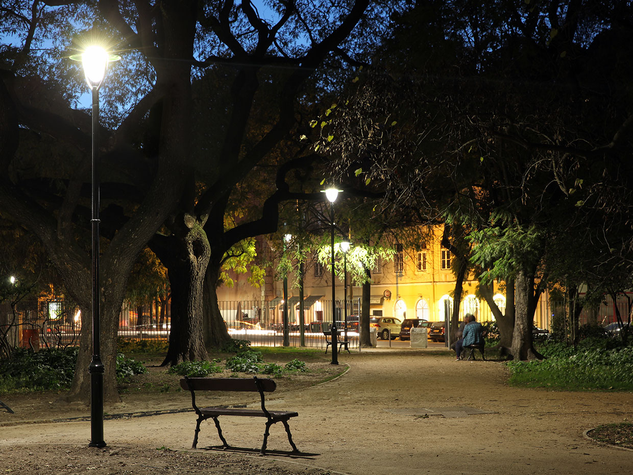 Decorative Albany LED creates a cosy ambiance for this park in the heart of Lisbon