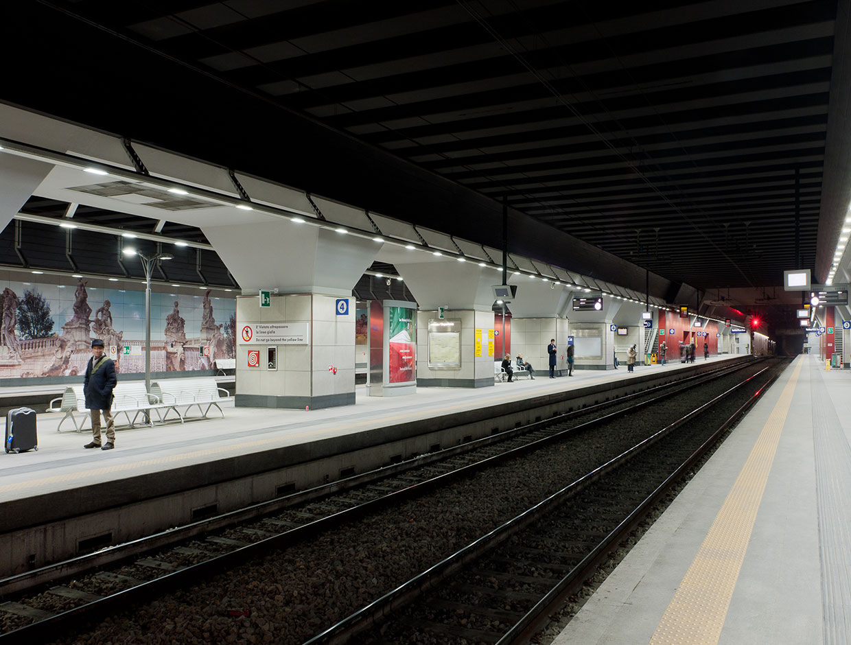 Schréder has many years of experience in lighting metro stations, we were the first to deliver an all LED lighting solution for Porta Susa metro station in Turin