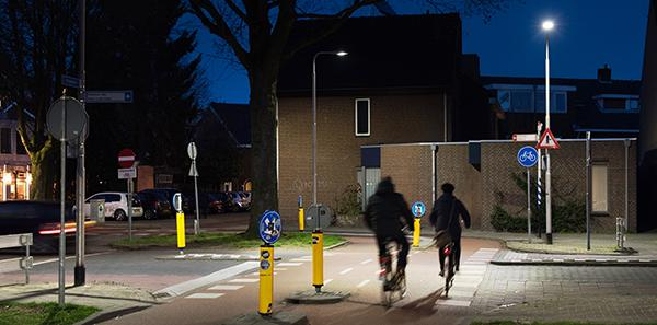 A contrasting light scheme improves visibility for cyclists at dangerous junctions in the city of Tilburg