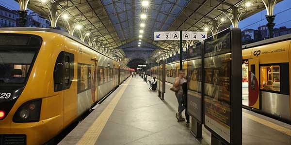 Energy-efficient lighting improves the lighting levels for a better passenger experience and enhance the historic patrimony of Sao Bento train station
