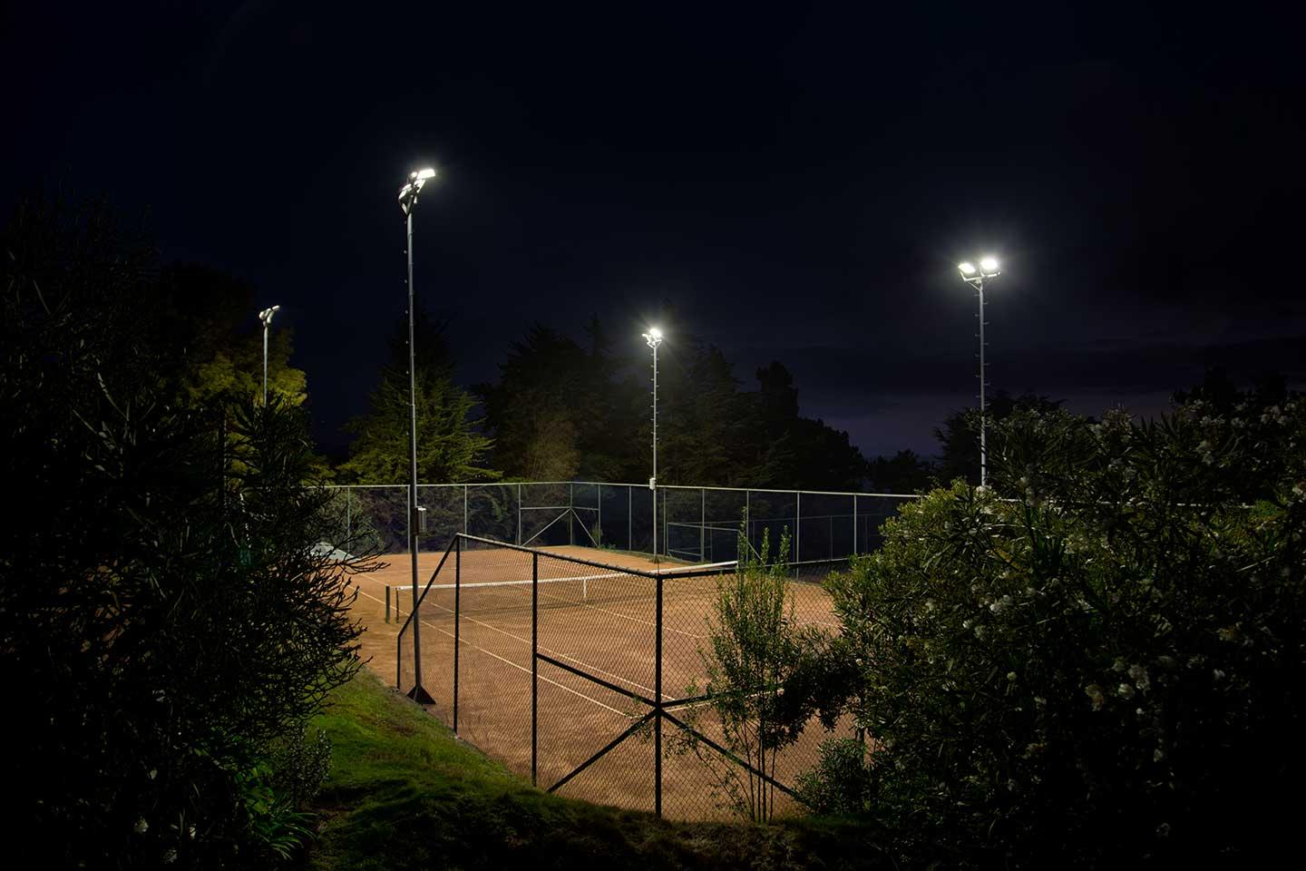 Schréder sports lighting solution provides perfect visibility on the tennis courts at Cantagua club house with zero light spill for residents